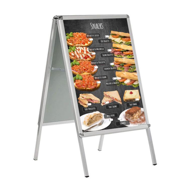 Verschiedene Snacks auf DIN A 1 Banner für Kundenstopper